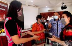 Bupati Karolin Salurkan Bantuan Alat Musik untuk Sanggar dan Sekolah - JPNN.com