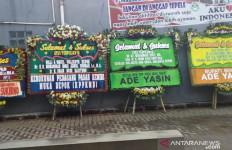 Ade Yasin Sampai Kirim 2 Karangan Bunga ke Depok - JPNN.com