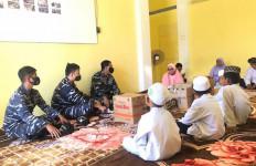 KRI Sidat 851 Bantu Panti Asuhan di Tapal Batas RI-Malaysia - JPNN.com