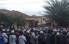 Polres Bogor Kota Dikepung Jemaah Habib Rizieq, Tuntut Imam Besar FPI Dibebaskan - JPNN.com