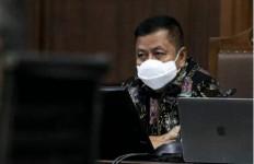 Sambil Menangis, Tommy Minta Hakim Meringankan Hukuman - JPNN.com