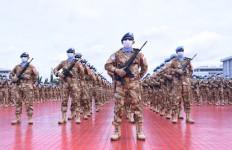 Lihat Nih, 1.090 Prajurit TNI Bersenjata Lengkap Siap Diberangkatkan, Semoga Berhasil - JPNN.com