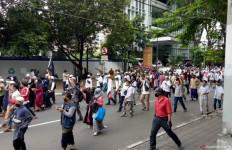28 Peserta Aksi 1812 Diisolasi di Wisma Atlet, Pembawa Ganja dan Sajam Diproses Hukum - JPNN.com