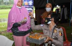 Korlantas Serahkan 3.150 Paket Sembako untuk Warga Terdampak Erupsi Merapi - JPNN.com