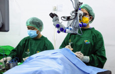 Kemensos Bantu Pasien Katarak Klinik Mata Olly Dondokambey Steven Kandouw - JPNN.com