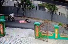 Ibu dan Anak Jadi Korban Jambret, Sampai Tersungkur ke Aspal, Begini Reaksi Kasat Reskrim - JPNN.com