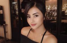 Tulis Kalimat Bijak, Tania Ayu Disindir Soal Tarif Rp75 Juta - JPNN.com