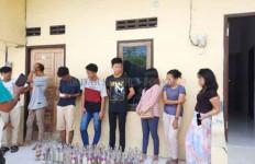 6 Laki-Laki dan 3 Perempuan tak Berkutik Saat Kamar Indekos Digerebek Warga, Lihat Tuh! - JPNN.com