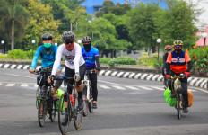 Dua Tamu Istimewa ini Menemani Pak Ganjar Gowes Keliling Semarang - JPNN.com