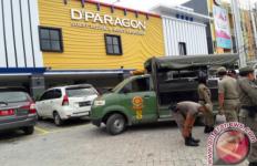 Pasangan Mahasiswa Asyik Berduaan di Kamar, Ketakutan Saat Satpol PP Datang - JPNN.com