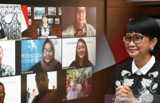 Beri Gawai kepada Siswa dan Guru, Menlu Retno Sampaikan Pesan Menyentuh - JPNN.com