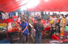 Puluhan Tempat Kuliner di Jaktim Ditutup Satpol PP - JPNN.com