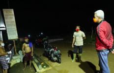 Malam-malam Pak Ganjar Bertemu Penggali Kubur Jenazah Covid-19, Ternyata yang Dilakukannya - JPNN.com
