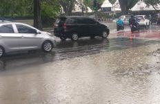 Selamat Sore, di Rumah Saja, Kota Medan Diguyur Hujan Lebat - JPNN.com