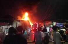 Akibat Ulah Anak-anak, Gudang Karet di Cakung Ludes Terbakar, Ya Ampun - JPNN.com
