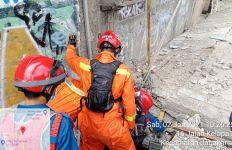 Wawan Tewas Tertimpa Tembok, Damkar Sayangkan Warga Telat Lapor - JPNN.com