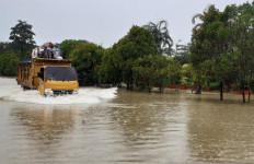 Hujan Turun 2 Hari, Jalan Utama di Kota Batam Terendam Banjir - JPNN.com