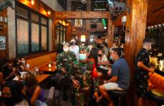 Pasukan TNI Turun Tangan Mendisiplinkan Turis Asing dan Lokal yang Nakal di Bali - JPNN.com
