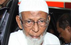 Abu Bakar Ba'asyir Bebas Usai Salat Subuh, Pejabat Ditjenpas 2 Kali Mengucap Alhamdulillah - JPNN.com