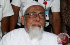 Abu Bakar Ba'asyir Bebas Usai Salat Subuh Diiringi Ambulans - JPNN.com