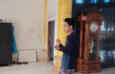 Masjid Nurul Ikhsan Disatroni Maling, Pelaku Pura-pura Mau Salat, Dua Hp Raib - JPNN.com