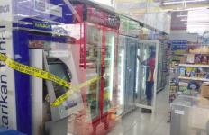 Mesin ATM di Minimarket Dibobol dengan Las, Perampok Gondol Sejumlah Uang Tunai - JPNN.com