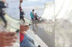 Geger Penemuan Benda Asing di Tepi Sungai Cabang, Ukurannya Besar - JPNN.com