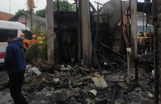 Detik-detik Kebakaran Hebat di Cimuning Bekasi, Terjadi Ledakan, 3 Orang Tewas - JPNN.com