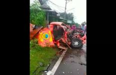 Kecelakaan Maut Mobil Operasional BPBD vs Truk di Pringgabaya, 1 Tewas dan 2 Kritis - JPNN.com