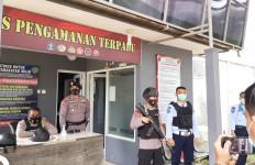 Polisi Bersenjata Lengkap Bersiaga di Lapas Gunungsindur Bogor - JPNN.com