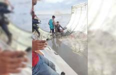 Warga Kotawaringin Barat Temukan Benda Misterius, Mirip Tubuh Pesawat - JPNN.com