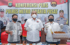 Detik-detik Polisi Gerebek Home Industry Tembakau Gorila, Satu Pelaku Ditembak - JPNN.com