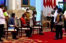 Presiden Jokowi Serahkan SK Hutan Sosial, Hutan Adat dan TORA, Begini Perinciannya - JPNN.com