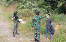 Dua Orang Ini Tak Berkutik Saat Tepergok Personel TNI di Jalur Tikus - JPNN.com