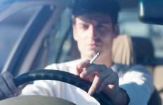 4 Kiat Menghilangkan Bau Rokok di Kabin Mobil - JPNN.com