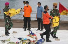 Tim DVI Terus Menerima Tambahan Kantong Jenazah Korban Sriwijaya Air SJ182 - JPNN.com