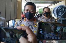 Wanita Pemandu Lagu Melayani Orang Lain, DT dan HK Marah, Banjir Darah - JPNN.com