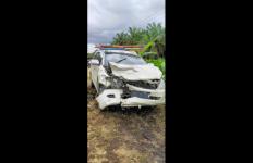 Mobil Mantan Anggota Dewan Tabrakan dengan Ambulans Sampai Ringsek Begini - JPNN.com