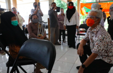 Ganjar Minta Pembagian BST Tetap Berjalan Selama PPKM Jawa-Bali - JPNN.com
