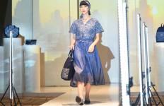Elizabeth Merilis Koleksi Denim Batik, Sasar Pengguna Milenial - JPNN.com