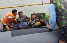 Tim SAR TNI AL Untuk Korban Pesawat Sriwijaya Air SJ-182 Bantu Evakuasi Nelayan Tenggelam - JPNN.com