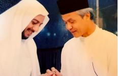 Kenangan Indah Ganjar Pranowo tentang Syekh Ali Jaber, Kisah soal Tiket Pesawat dan Janji Bertemu di Madinah - JPNN.com
