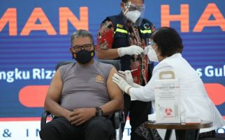 Lihat, Lengan Irjen Martuani Sormin Disuntik Vaksin Covid-19