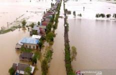 Dari Atap Rumah Warga Melihat Korban Melambaikan Tangan Minta Tolong Saat Terseret Banjir - JPNN.com