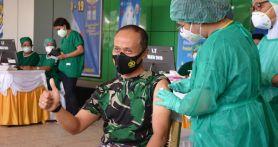 Lihat Nih, Ekspresi Mayjen TNI Ignatius Saat Disuntik Vaksin Covid-19