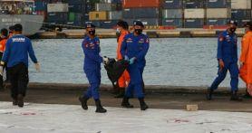 Basarnas Temukan Dokumen dan Pakaian Korban Sriwijaya Air