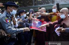 Pengikut Biksu Anti-Islam Bikin Onar, Polisi Myanmar Kena Hajar - JPNN.com