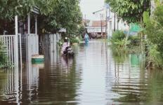 Jelang Malam, Warga Banjarmasin Waspada Datangnya Banjir Besar - JPNN.com