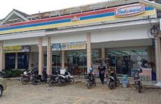 Dua Perampok Bersajam Masuk Indomaret 178, Puluhan Juta Rupiah Raib - JPNN.com