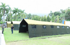 Pasukan TNI Dirikan Tenda Untuk Warga Terdampak Gempa di Sulbar - JPNN.com